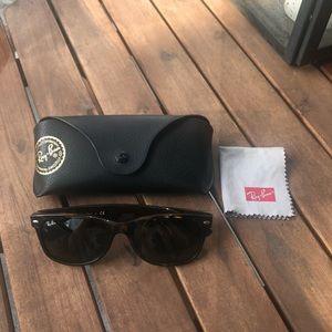LIKE NEW Ran Ban Sunglasses (unisex)